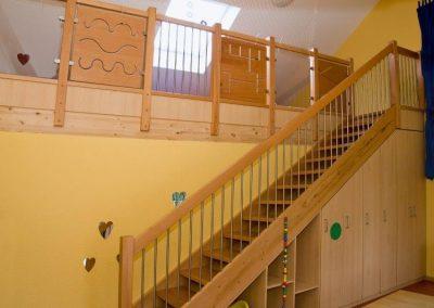 Treppe zur Zwischenebene